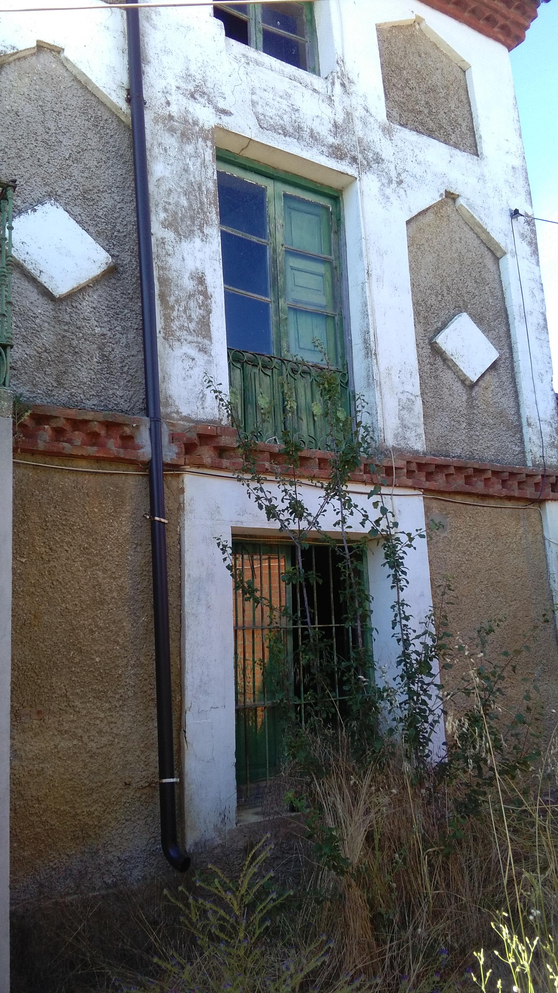 Casa muy grande para reformar