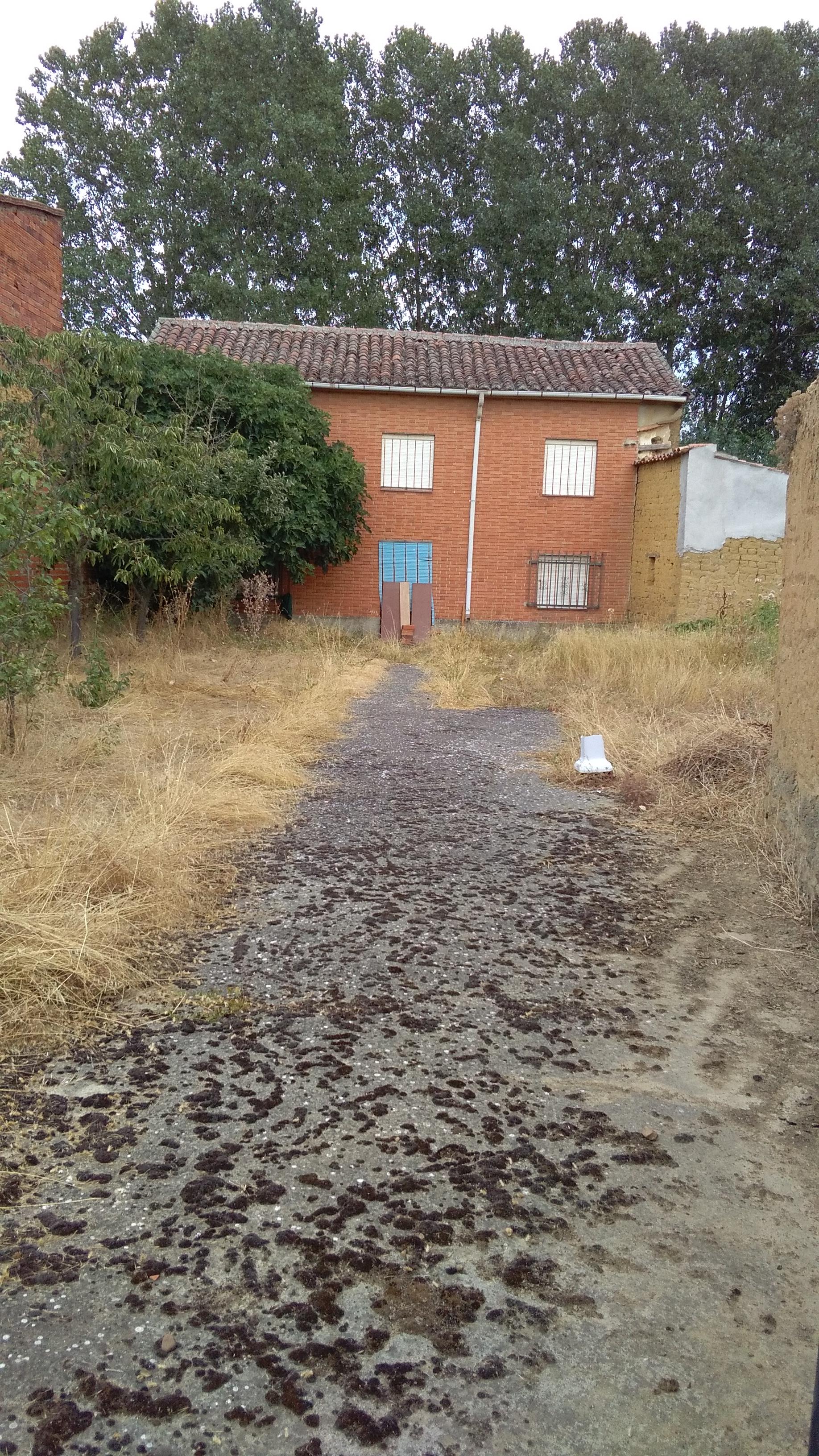 Venta de Casa con mucho patio a 3 kilómetros de Saldaña